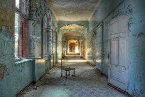 Beton schilderij verlaten hallen