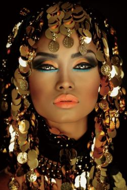 Make Up Gouden Munten Vrouw Fotomodel Glas Schilderij 80x120