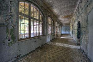 Glas schilderij oude verlaten ziekenhuis 160x110