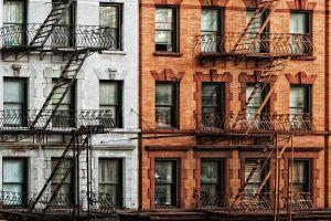 Glas schilderij appartementen twee kleurig 120x80