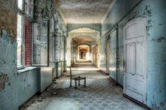 Glas Schilderij Verlaten Hallen Beelitz Heilsatten 110x160