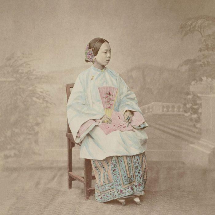Figuratieve Schilderijen: RVS schilderij zittende Aziatische vrouw - LAND OF THE RISING SUN 015