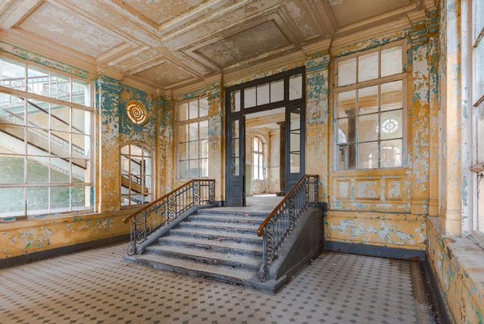 Foto Kunst Schilderijen: Entree Trappenhuis Ramen Blauw Geel Glas Schilderij 120x80