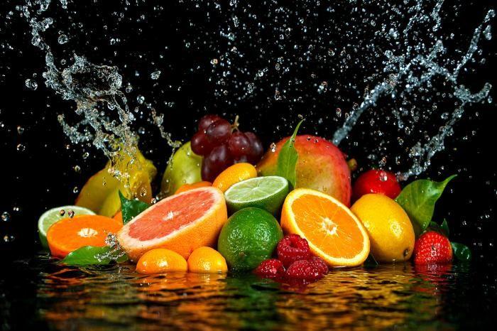 Eten & Drinken Schilderijen: Fruit Druiven Sinaasappels Frambozen Limoen Glas Schilderij 80x60