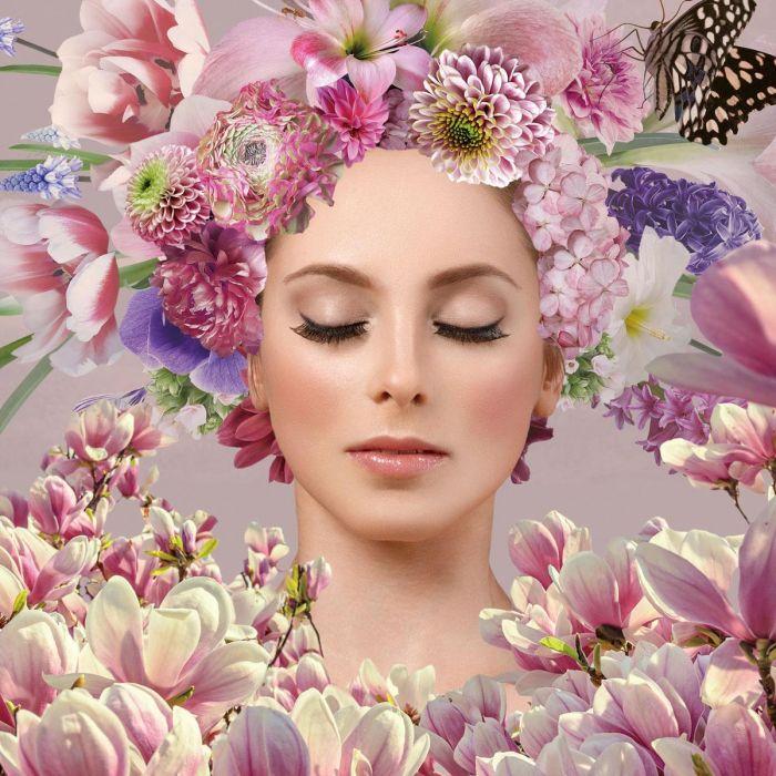 Bloemen Schilderijen: Roze Lila Bloemen Vrouw Vlinder Glas Schilderij 80x80