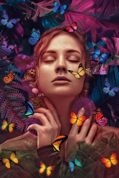 Dieren Schilderijen: Liggende Vrouw Kleurrijke Vlinders Foto Kunst Glas Schilderij 80x120