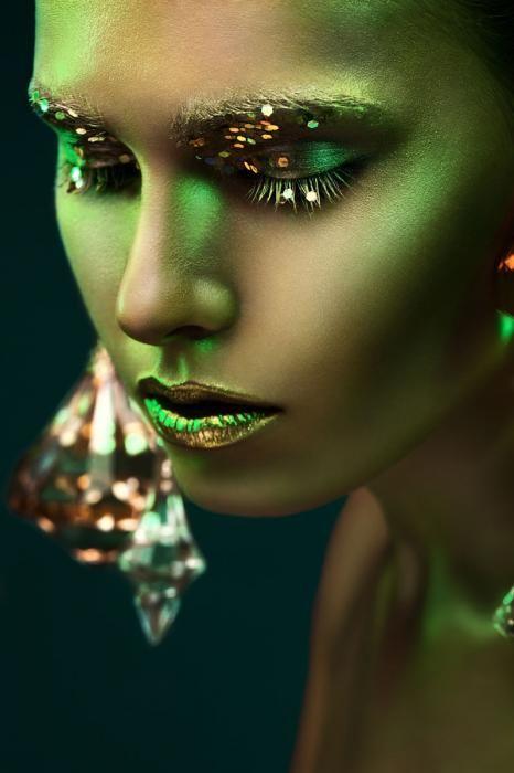 Figuratieve Schilderijen: Fotomodel Vrouw Groen Goud Body Paint Glas Schilderij 80x120