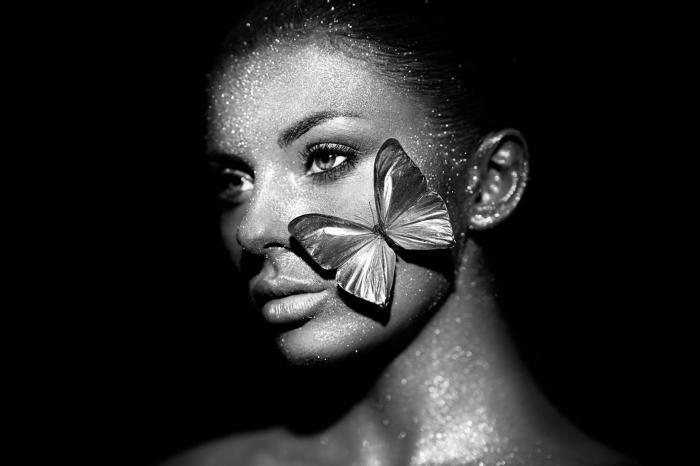 Dieren Schilderijen: Vlinder Glitter Bling Vrouw Glas Schilderij 120x80