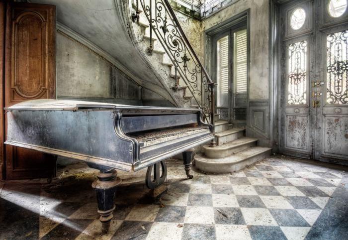 Foto Kunst Schilderijen: Gebouw Vintage Verlaten Vleugel Piano Trappenhuis Glas Schilderij 120x80