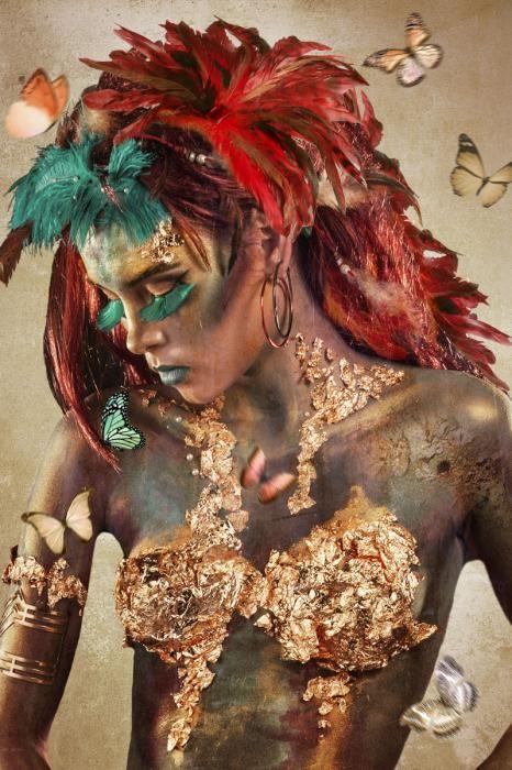 Figuratieve Schilderijen: Gouden Vlokken Lichaam Vrouw Veren Haar Glas Schilderij 80x120