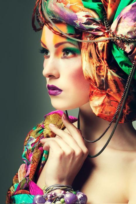 Figuratieve Schilderijen: Kleurrijke Sjaal Vrouw Make Up Glas Schilderij 80x120