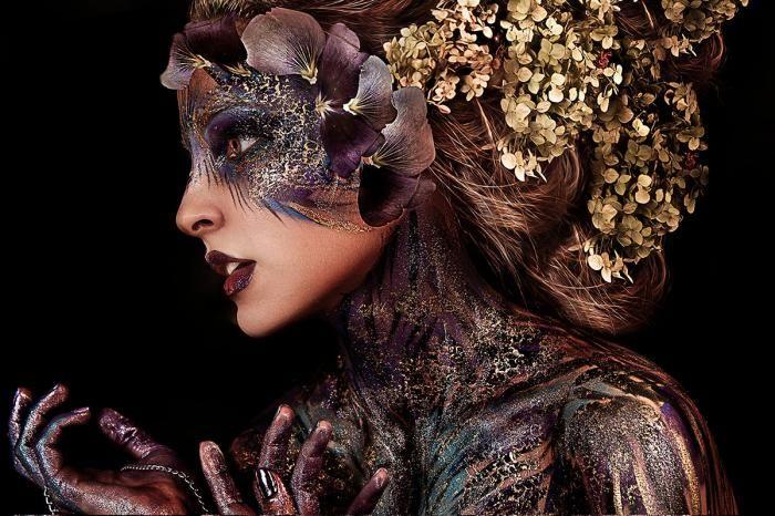 Figuratieve Schilderijen: Fotomodel Bloemen Elf Body Paint Glas Schilderij 120x80