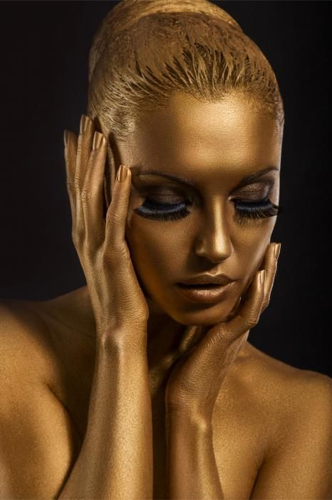 Figuratieve Schilderijen: Metallic Glas Schilderij Gouden Fotomodel Bodypaint 80x120