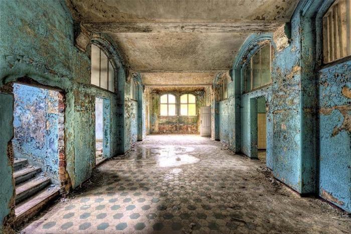 Foto Kunst Schilderijen: Groot glas Schilderij Urbex Verlaten Gebouw Turquoise  160x110