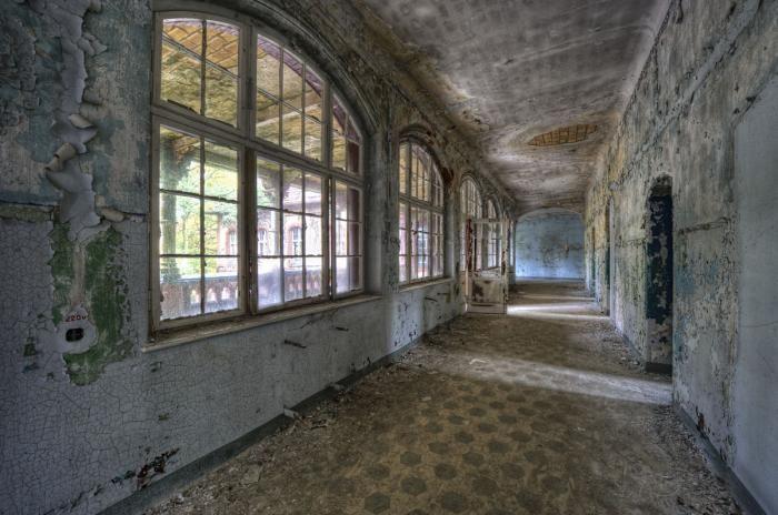 Foto Kunst Schilderijen: Oud Verlaten Hallen Ziekenhuis Berlijn Glas Schilderij 160x110