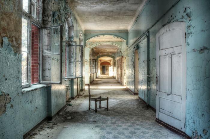Foto Kunst Schilderijen: Verouderd Gebouw Ziekenhuis Urbex Glas Schilderij 160x110
