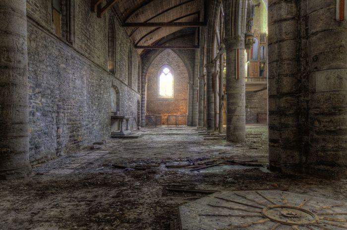 Foto Kunst Schilderijen: Urbex Gebouwen Kerk Verlaten Belgie Goodman Collectie Wandkraft