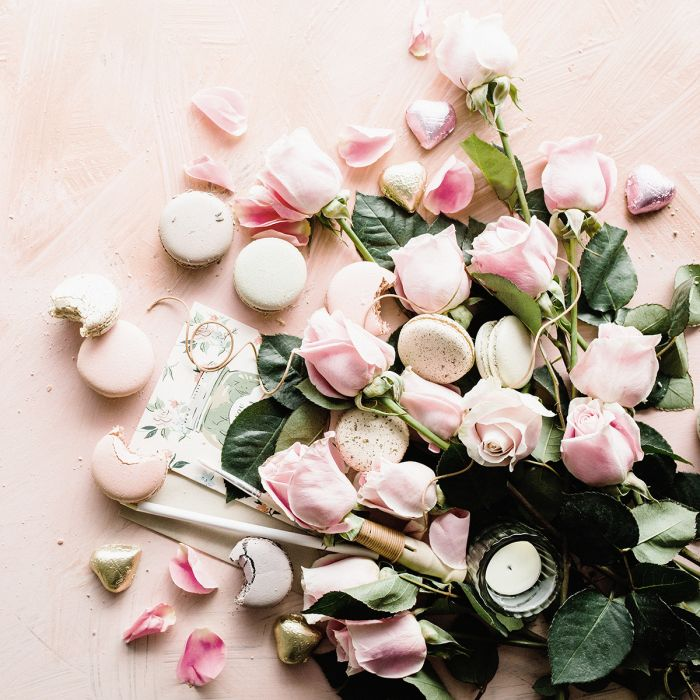 Bloemen Schilderijen: Wandkraft dibond schilderij roze rozen en macarons