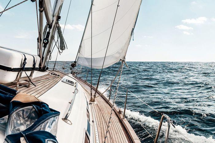 Foto Kunst Schilderijen: Glasschilderij Zeilende Zeilboot 120x80