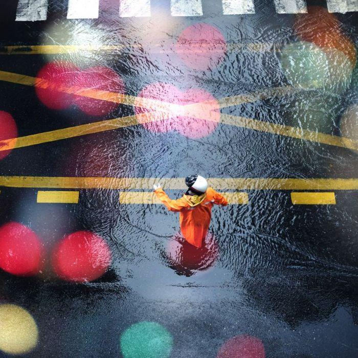 Figuratieve Schilderijen: RVS schilderij kleurrijke verkeersregelaar - City Life 019 - Collectie Wandkraft