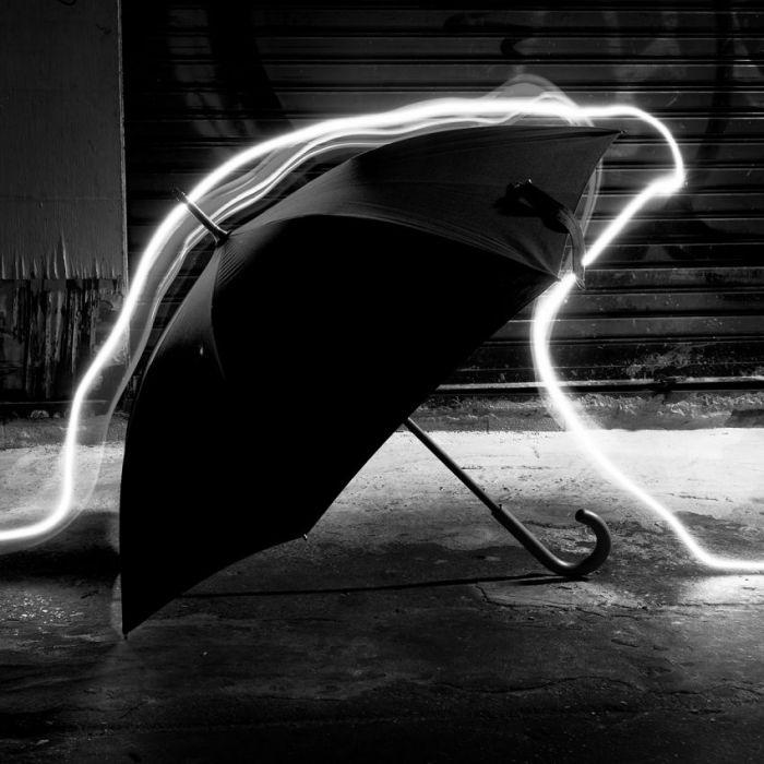 Foto Kunst Schilderijen: RVS schilderij wit neon licht paraplu - City Life 020 - Wandkraft Collectie