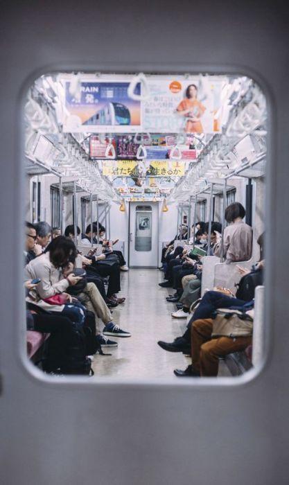 Figuratieve Schilderijen: Metro Subway Mensen Coupe Openbaar Vervoer Japan Dibond Schilderij Wandkraft Land Of The Rising Sun