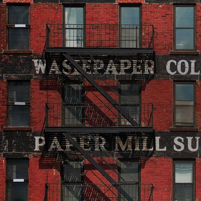 Foto Kunst Schilderijen: Paper Mill Supplies Appartementen Complex Gebouw Rood Zwart Industriële Trap