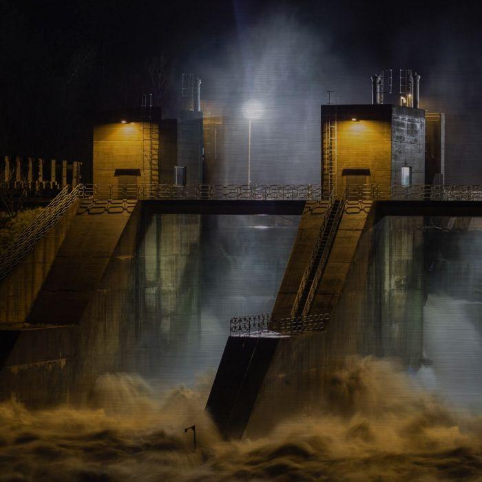 Foto Kunst Schilderijen: Dam Kolkend Water Geel Avond Wandkraft Collectie Rvs Schilderij