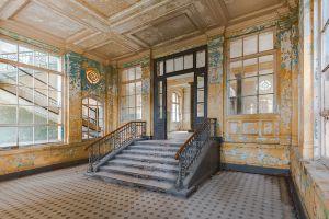Entree Trappenhuis Ramen Blauw Geel Glas Schilderij 120x80