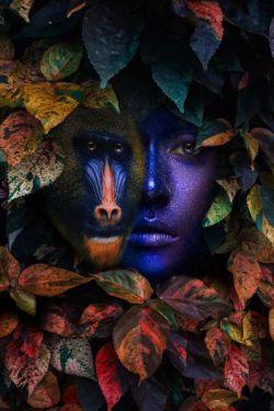 Baviaan Blauwe Vrouw Botanisch Herfst Glas Schilderij 80x120
